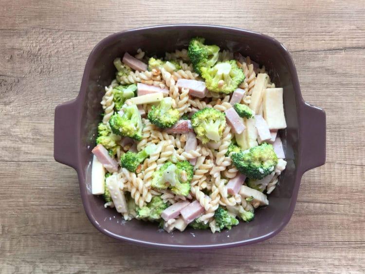 Sycąca sałatka makaronowa z brokułem
