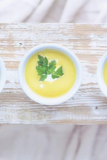 Kremowa zupa z kukurydzą ze śmietanką kokosową