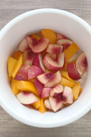 Mango Lassi z soczystą brzoskwinią i melisąMango Lassi z soczystą brzoskwinią i melisą
