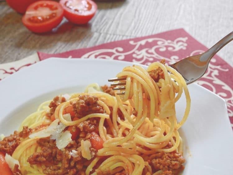 Makaron z sosem pomidorowym à la bolognese