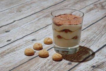 Włoskie tiramisu z kawowymi biszkoptami