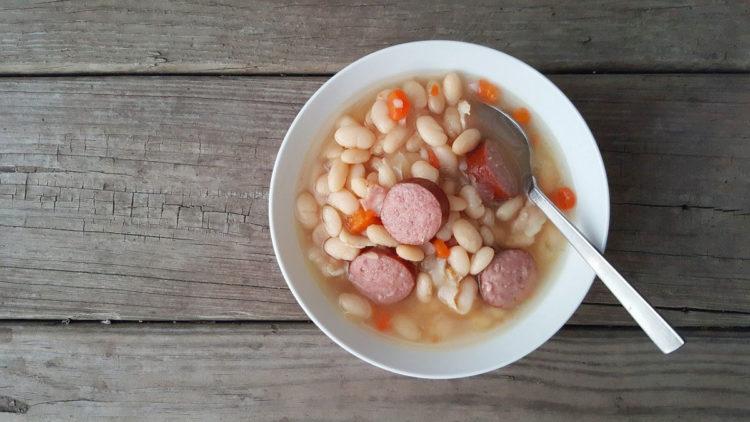 Grochówka wojskowa zupa grochowa po polsku
