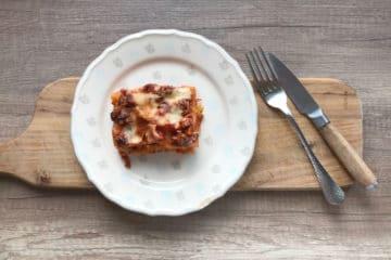 Lasagne bolognese z pomidorami i beszamelem