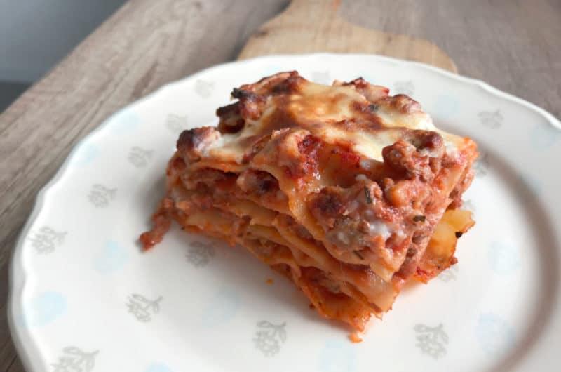 Makaronowa lasagne z mięsem mielonym i parmezanem