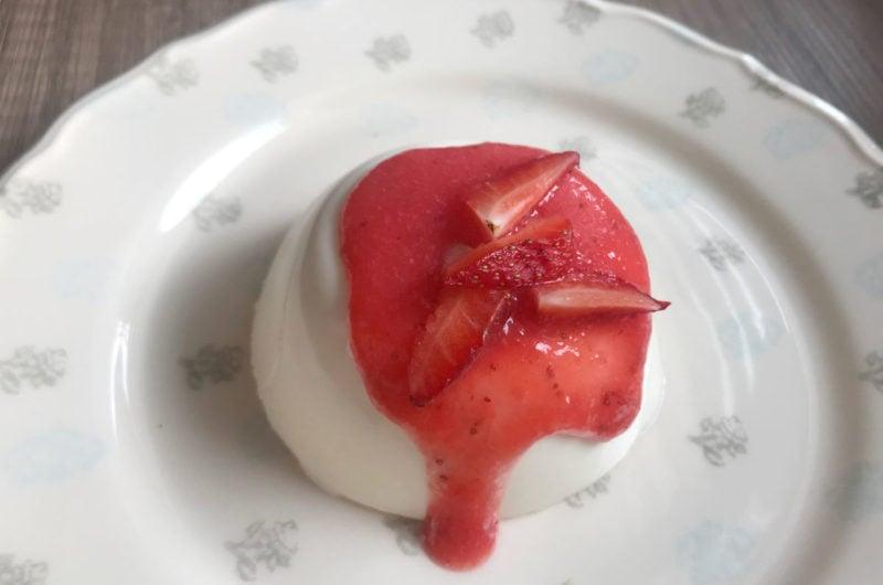 Panna Cotta włoski deser z truskawkami