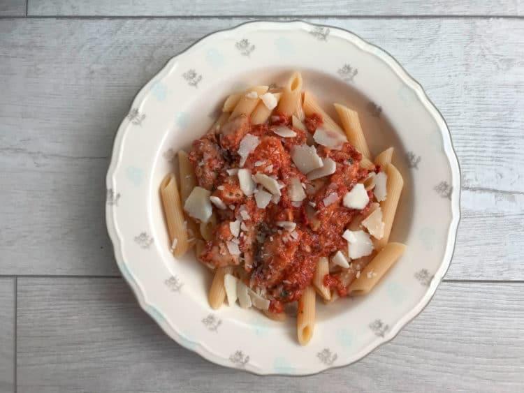 Pesto z suszonych pomidorów i prażonych migdałów