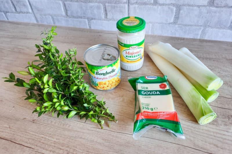 Sałatka porowa z marynowanymi grzybkami, serem i kukurydzą