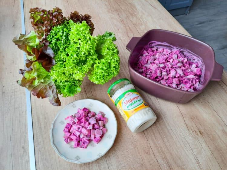 Chrupiąca sałatka z burakiem i ogórkiem konserwowym