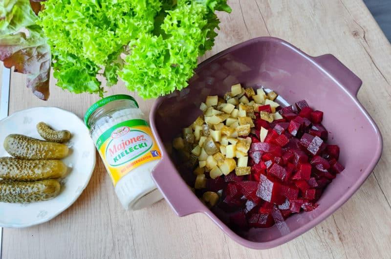Sałatka z gotowanego buraka i ogórka konserwowego