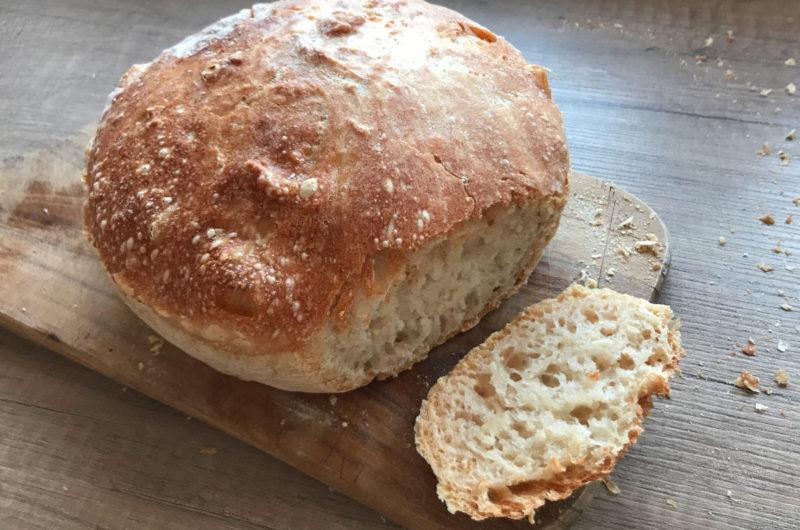 Prawdziwy chrupiący chleb pieczony w garnku