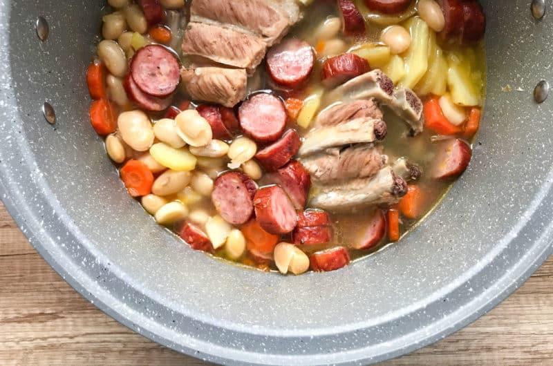 Wojskowa zupa grochowa z kiełbasą