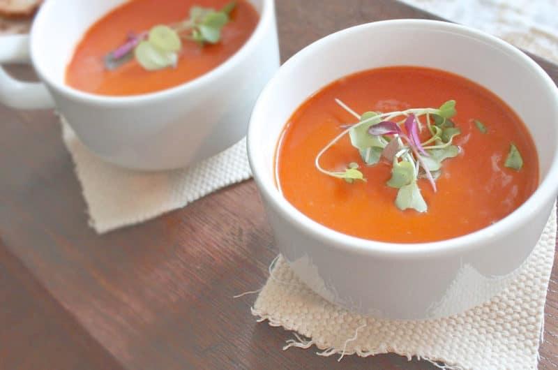 Zupa krem ze słonecznych pomidorów z bazylią