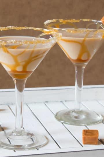 Domowy likier alkoholowy solony karmel