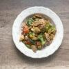 Kurczak z warzywami i ryżem po chińsku