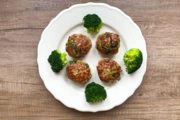 Kotlety mielone z różyczkami brokuła