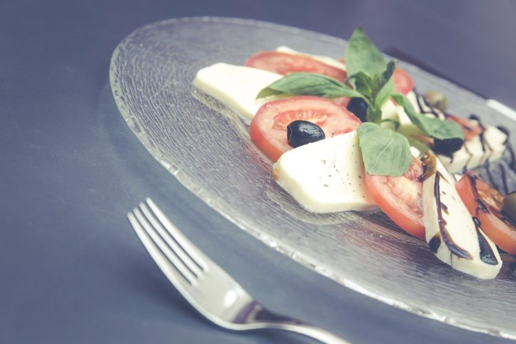 Ser Mozzarella. Niezwykły ser i jego właściwości