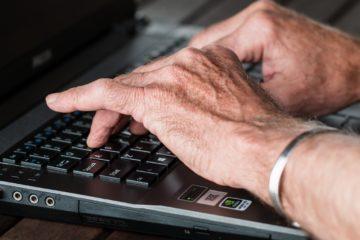 Poradnik. Senior i bezpieczne zakupy online