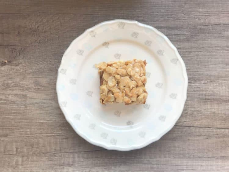 Toscakaka skandynawskie ciasto z karmelizowanymi migdałami