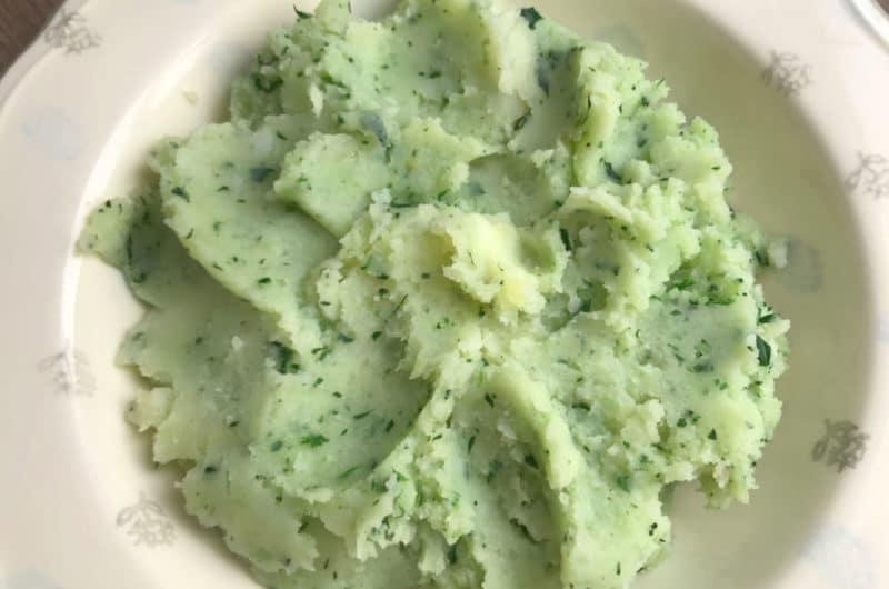 Zielone tłuczone ziemniaki ze szpinakiem
