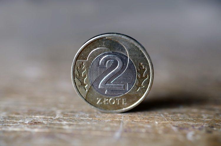Dlaczego należy włożyć monetę do zamrażarki?