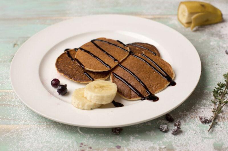 Puszyste placki z bananem i kakao na śniadanie