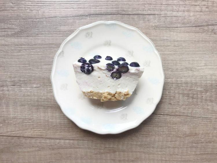 Sernik chałwowy z jogurtem greckim bez pieczenia