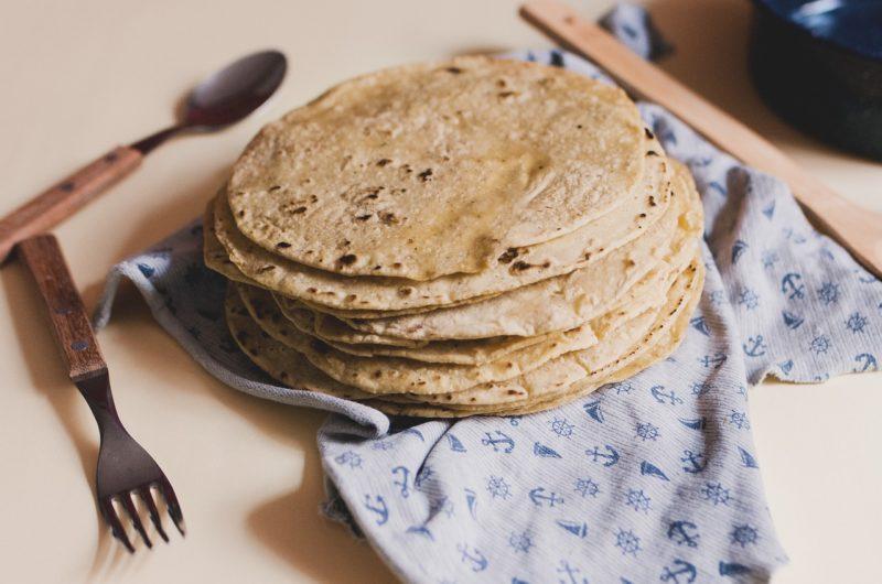 Przepis na tortille. Tradycyjna meksykańska tortilla.