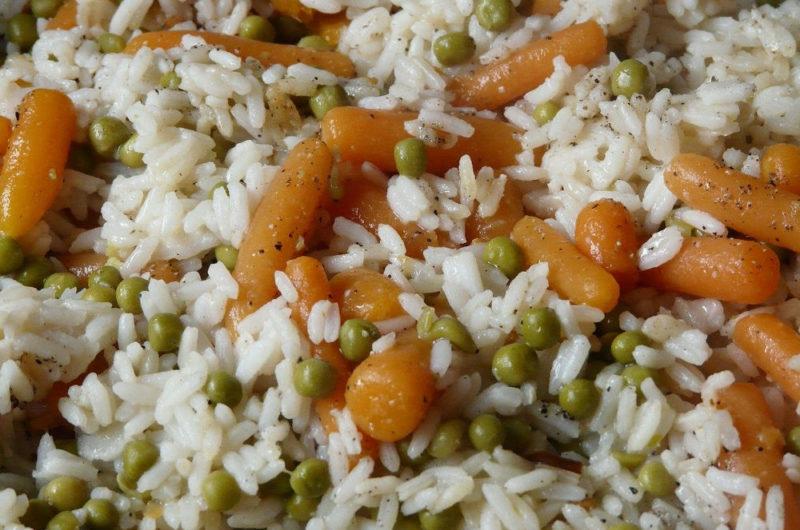 Risotto z marchewką i zielonym groszkiem