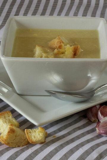 Zupa krem czosnkowy z młodymi ziemniakami