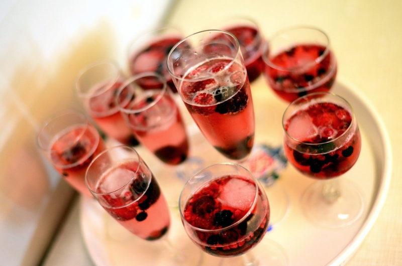 Galaretka truskawkowa z szampanem i bąbelkami
