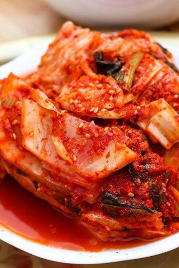 Koreańskie kimchi z kiszonej kapusty i chili