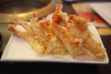 Krewetki w tempurze z sosem mango