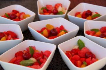 Sałatka owocowa z sosem alkoholowo miodowym