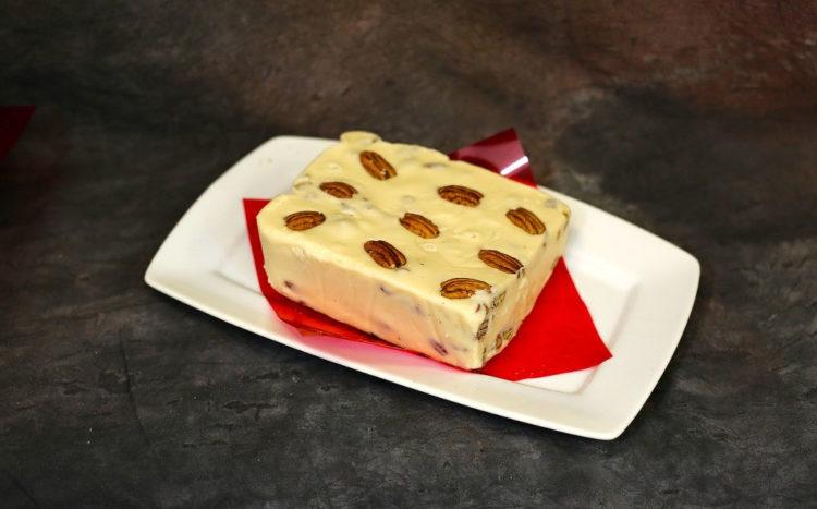 Semifreddo z orzechami pekan w karmelu