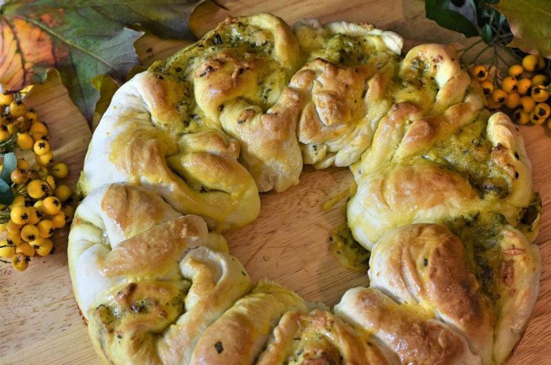 Rwany chlebek z masłem ziołowo - czosnkowym