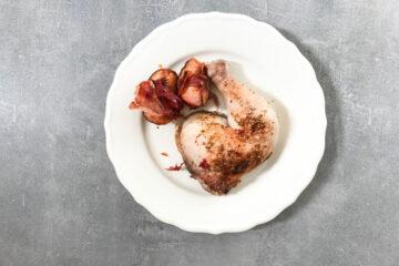 Kurczak pieczony w brzoskwiniach i prosciutto