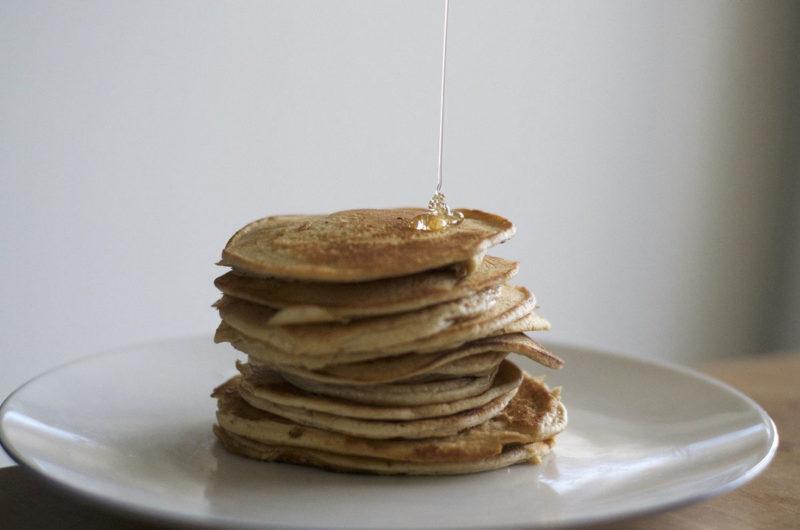 Pancakes z płatkami owsianymi i jabłkiem
