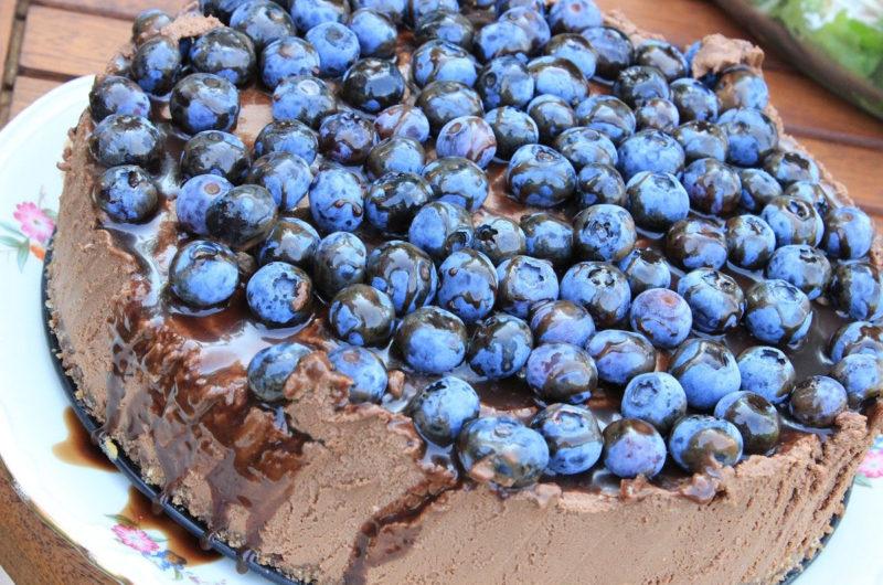 Sernik czekoladowy mus z borówkami amerykańskimi
