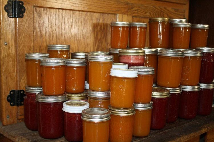 Oszukany ketchup z cukinii w słoikach na zimę