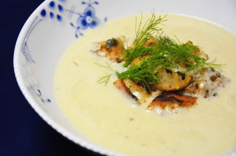 Zupa krem z selerem naciowym i orzechami włoskimi