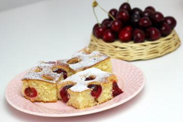 Grysikowe ciasto ucierane z wiśniami z kaszą manną