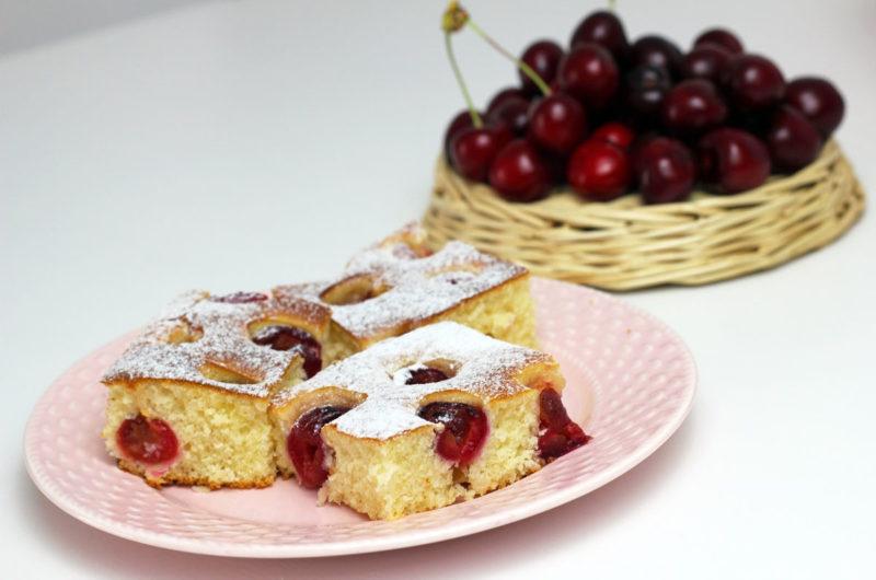 Grysikowe ciasto ucierane z wiśniami z kaszą manną i kefirem