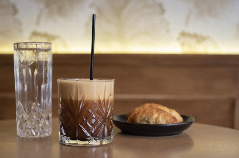 Espresso z tonikiem i kostkami lodu