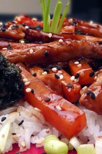 Makaron ryżowy z kurczakiem teriyaki