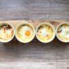 Śniadaniowe kokilki z jajkiem, serem i szynką