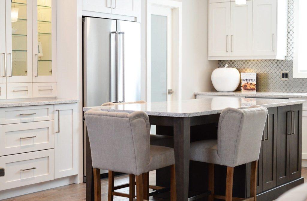 Jak uporządkować szafki kuchenne?