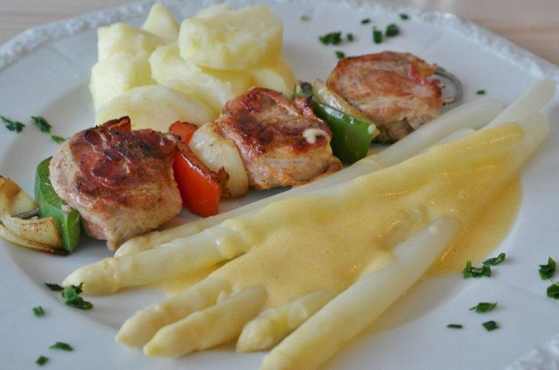 Szaszłyki z boczkiem i warzywami