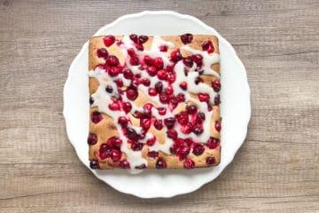 Ciasto ucierane z żurawiną i pomarańczowym lukrem