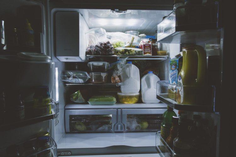 Jak szybko rozmrozić lodówkę? Porady