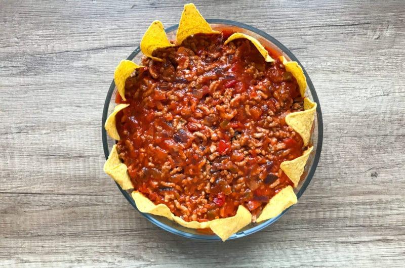 Sałatka meksykańska z nachosami i mięsem mielonym